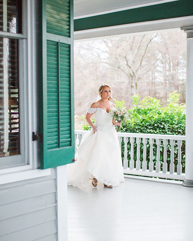 Photographers, did you know that our outdoor grounds are open for photo sessions at no charge from dawn until dusk!? We have so much variety for your shoots. Our victorian mansion and wrap around porch, our gardens and grounds. The options are endless. ⠀ Contact us to set up your session time! ⠀ Photo: @heathratkins_kiddphotography ⠀ ⠀ ⠀ .⠀ .⠀ .⠀ .⠀ .⠀ .⠀ .⠀ .⠀ #avocamuseum #virginiaweddings #virginiawedding #historicwedding #historicweddingvenue #southernwedding #weddingvenue #weddingplanning #weddinginspiration #vaweddingvenue #engaged #dcbride #richmondbride #charlottesvillebride #virginiaweddings #southcarolinabride #lynchburgwedding #lynchburgweddingvenue #virginiaweddings #lynchburgbrides #vabrides #lynchburgva #luxurywedding #weddinginspo #vaisforlovers #ido