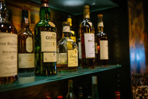 Georgios-bar-closeup.jpg