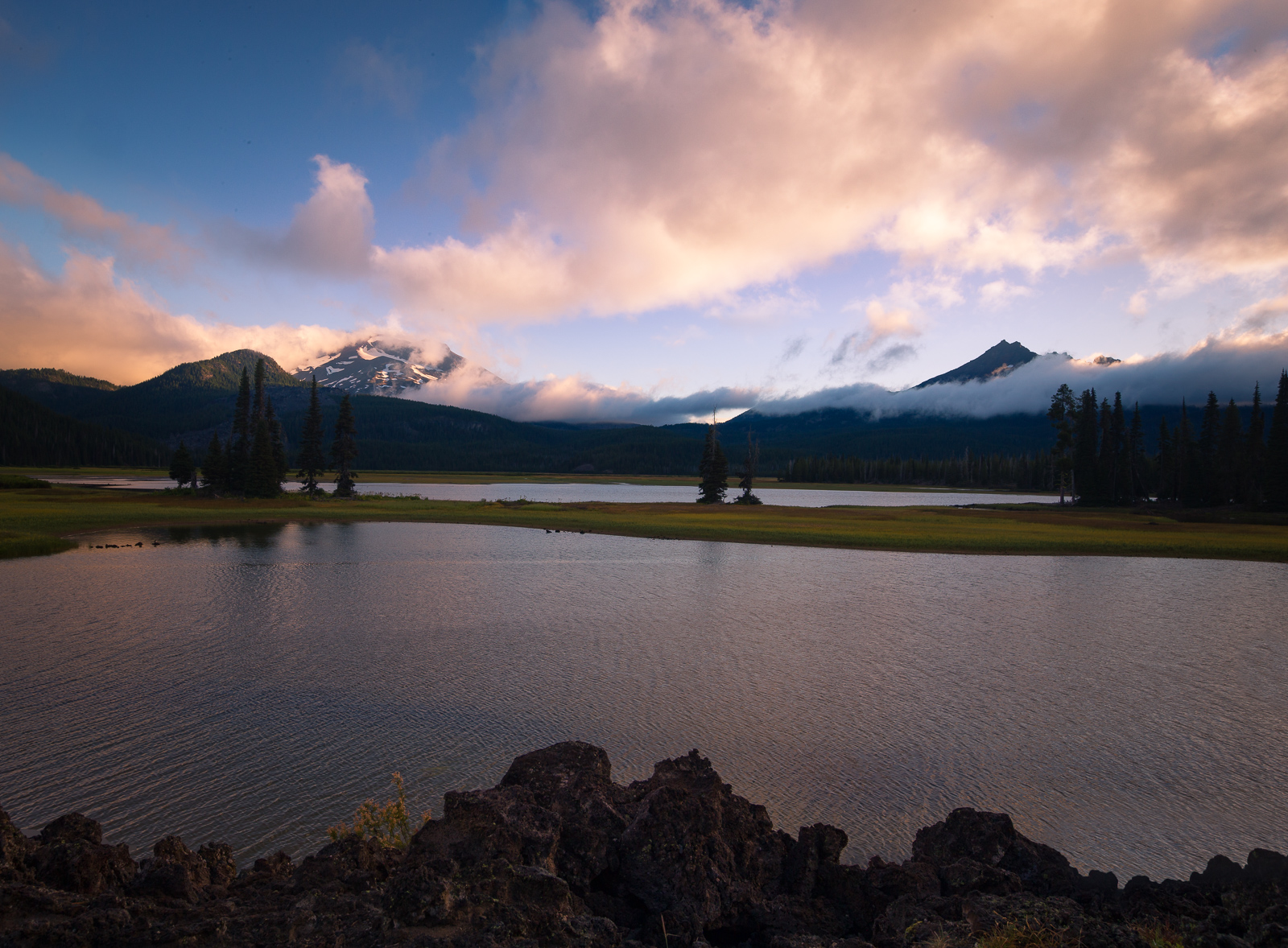 An image of Sparks Lake, Oregon, shortly after sunrise, with no filters.