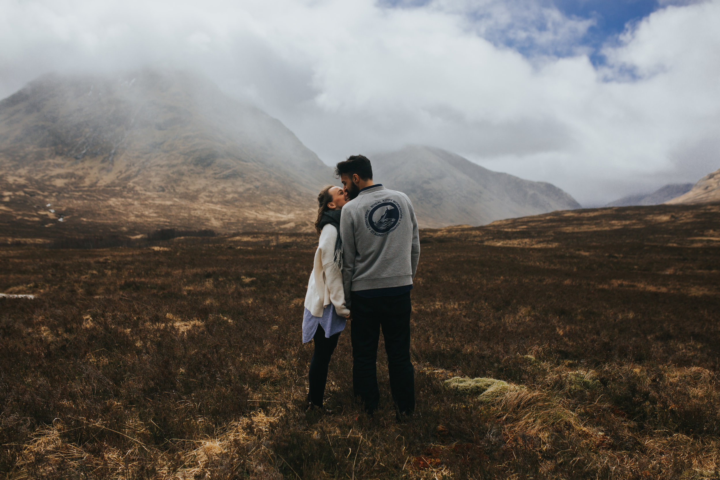 Glencoe Elopement Kiss