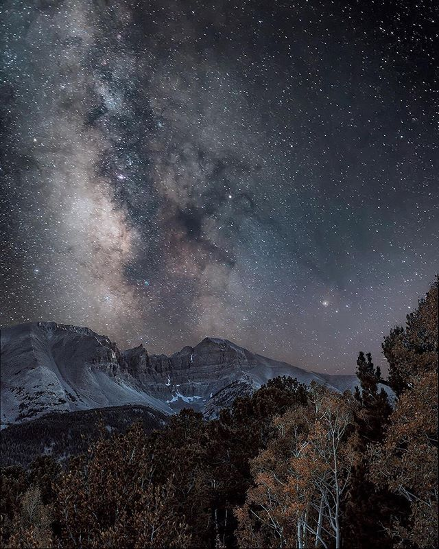 As a photography camp for women, we love to showcase amazing female photographers! This was shot by @christinekenyonphoto who takes amazing landscape photographs and captures the night sky so beautifully. Isn't it incredible?