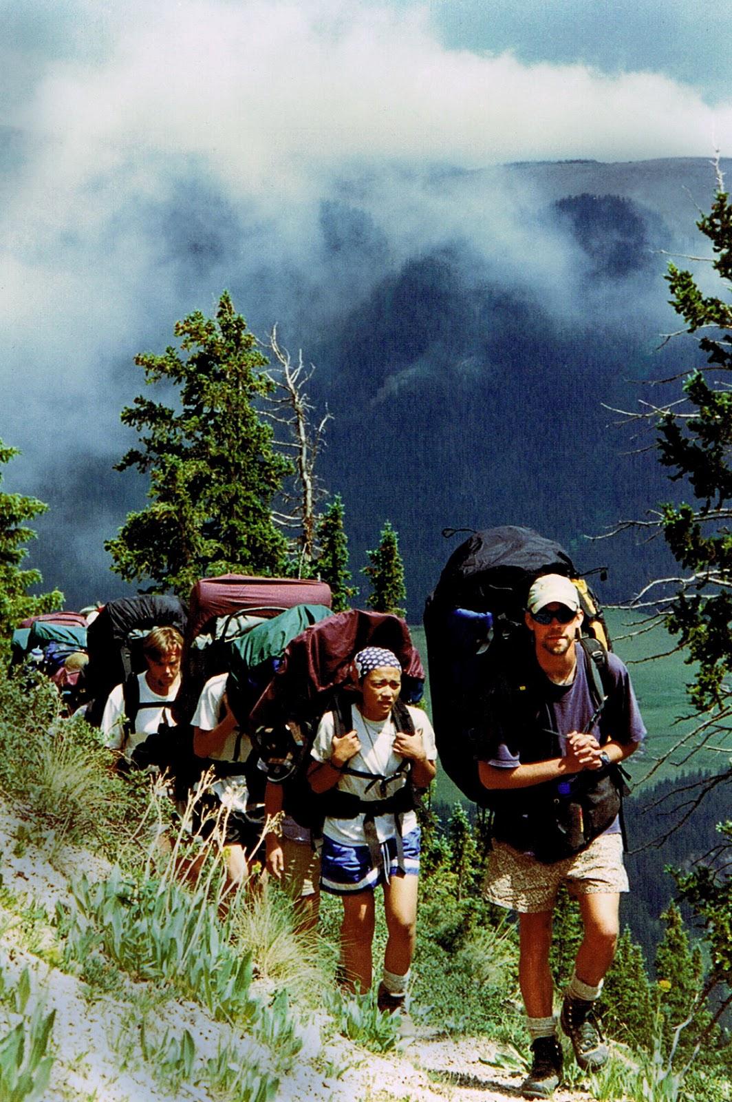Hiking+up+to+Pyramid.jpg