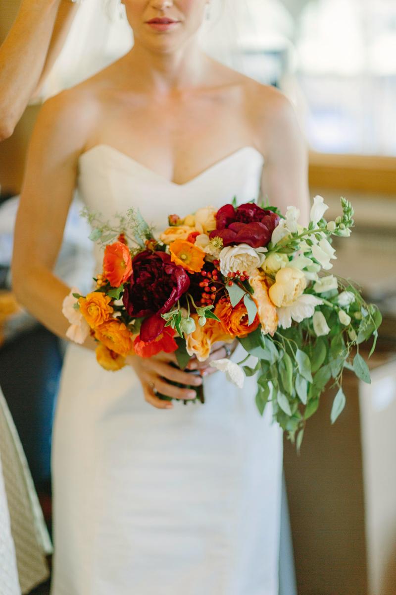 Aspen bride with bouquet by 3 Leaf Floral / Aspen wedding photographer / www.catmayerstudio.com