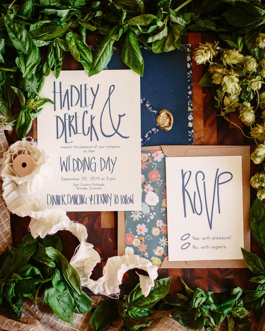 Wedding invitation calligraphy by Kindred Creative / Photo: Cat Mayer Studio