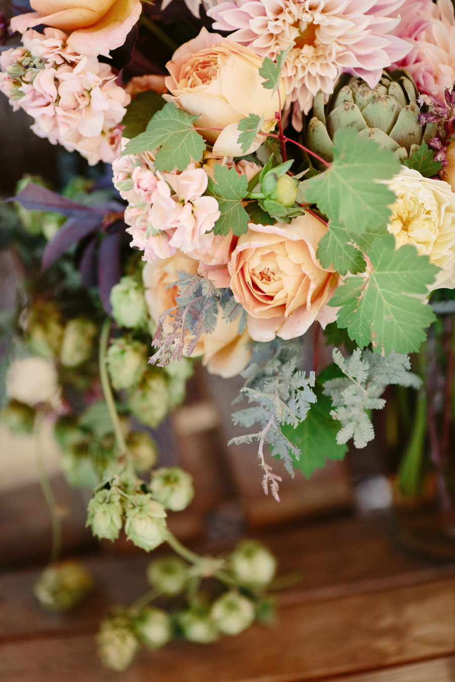 Grand Junction wedding photographer / Palisade wedding flowers with hops by 3 Leaf Floral / Photo: Cat Mayer Studio