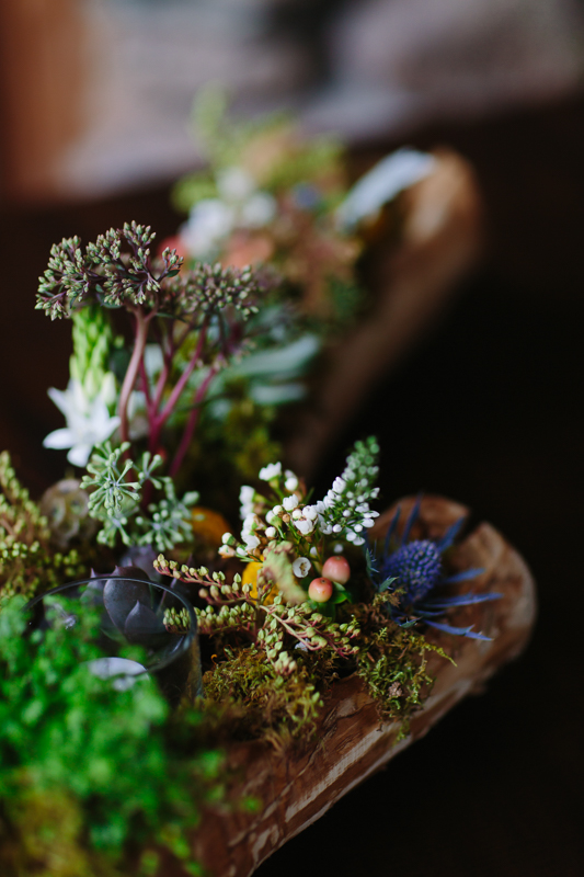 Wedding flowers in wood | Willowcreek Floral | Alta Lakes Observatory Colorado | Cat Mayer Studio