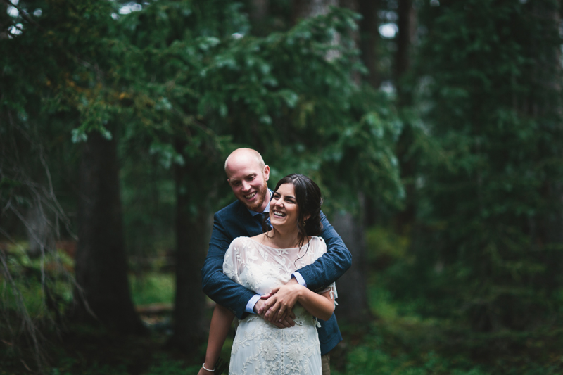 Wedding couple in rainy forest | Alta Lakes Observatory | Telluride Wedding Photographer | Cat Mayer Studio