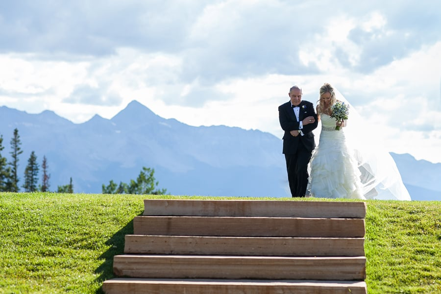 Father and bride walking down wedding aisle / San Sophia Overlook in Telluride/ Cat Mayer Studio