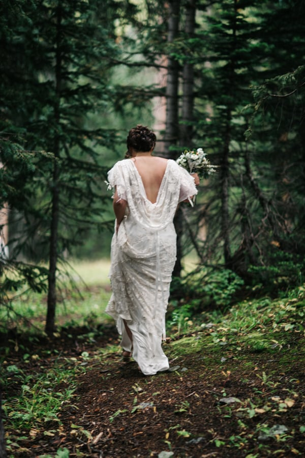 Bride walking in rain at Alta Lakes Observatory | Telluride wedding photographer | Cat Mayer Studio
