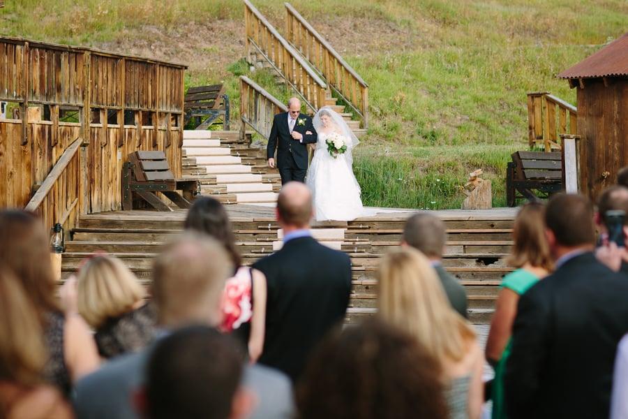 Bride walking with her father | Gorrono Ranch Wedding | Photography - Cat Mayer Studio | www.catmayerstudio.com