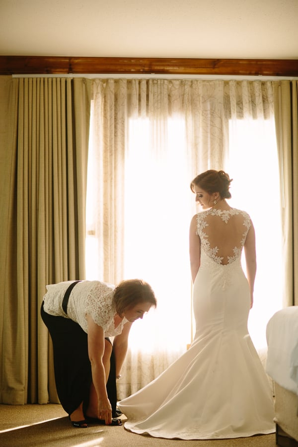 Bride getting ready with her mother | Park Hyatt Beaver Creek Wedding | Photographer www.catmayerstudio.com