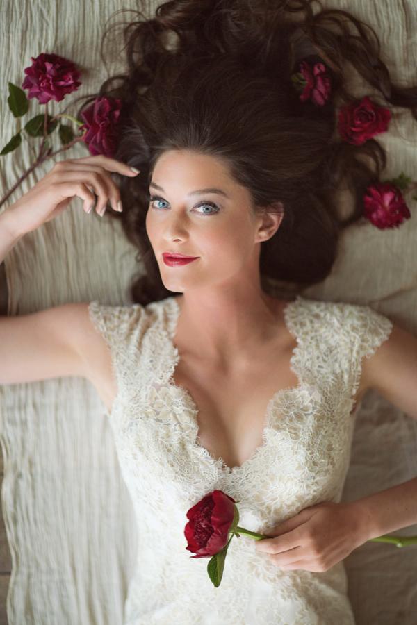 Bride with marsala deep garnet flowers | Grand Junction wedding inspiration | Photographer: Cat Mayer Studio  | www.catmayerstudio.com