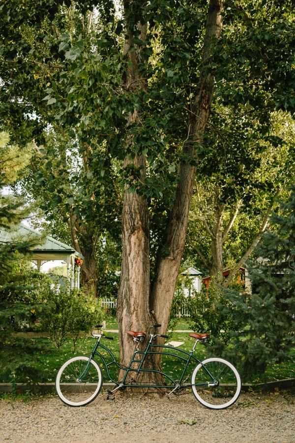 Bike for two | Amy's Courtyard Wedding | Palisade wedding photographer | Cat Mayer Studio www.catmayerstudio.com