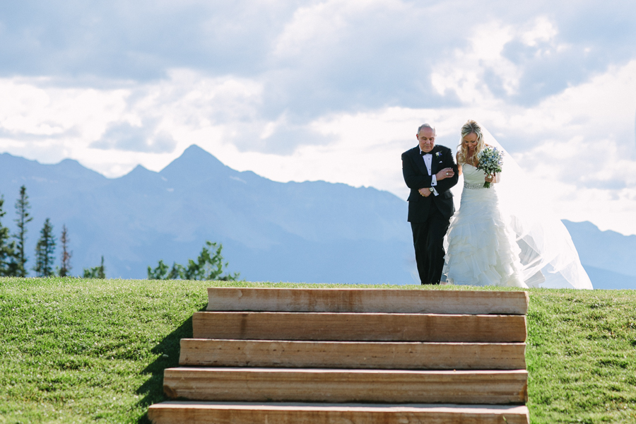 Bride and her dad walking down aisle at San Sophia Overlook | Telluride wedding | Cat Mayer Studio | www.catmayerstudio.com