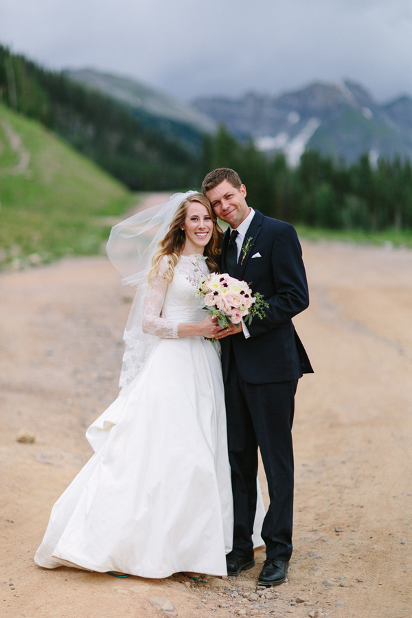 Telluride Wedding Photographer | Newlyweds with Colorado Mountains | Cat Mayer Studio | www.catmayerstudio.com