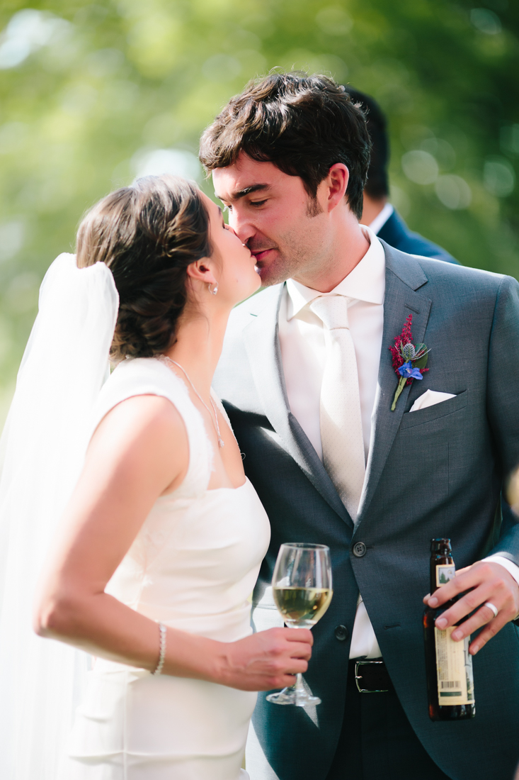 Newly Weds Kiss at Flying Dog Ranch | Photography by Cat Mayer Studio | www.catmayerstudio.com