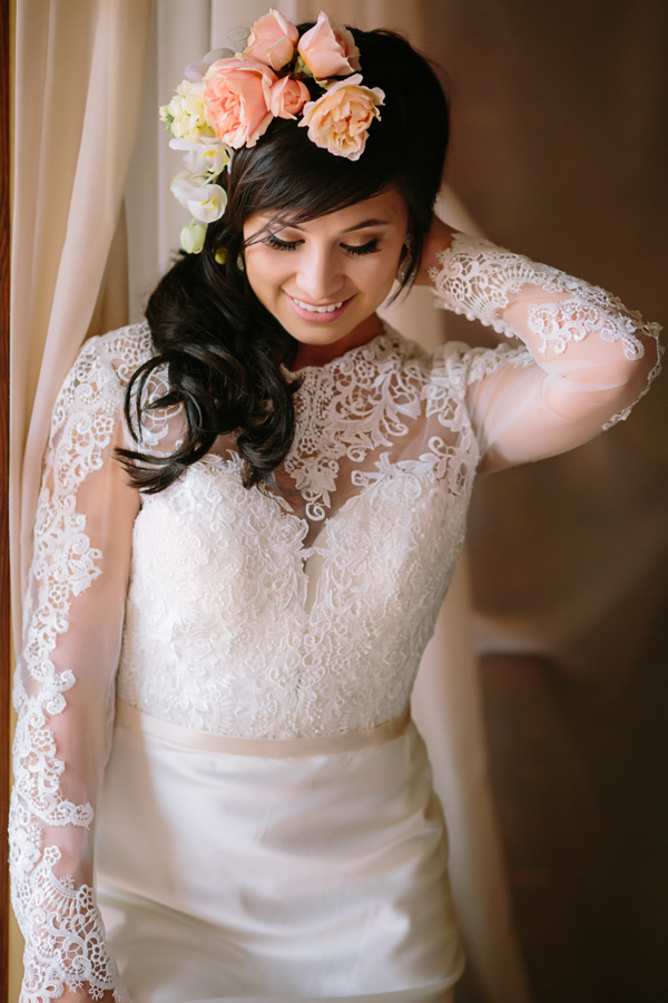 Bride Looks Down and Plays with Hair | Cat Mayer Studio | www.catmayerstudio.com
