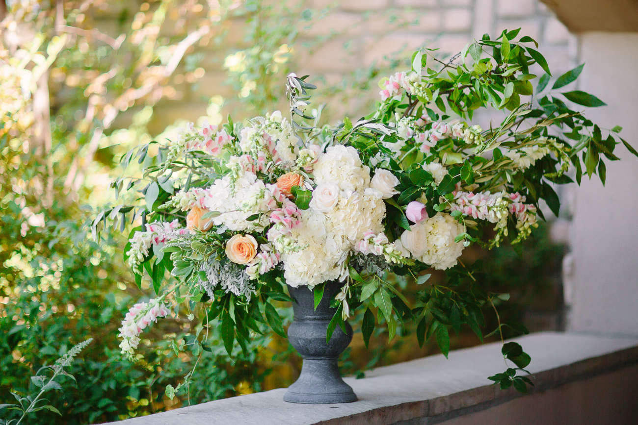 Two Rivers Winery Wedding | June Wedding Flowers | Cat Mayer Studio | www.catmayerstudio.com