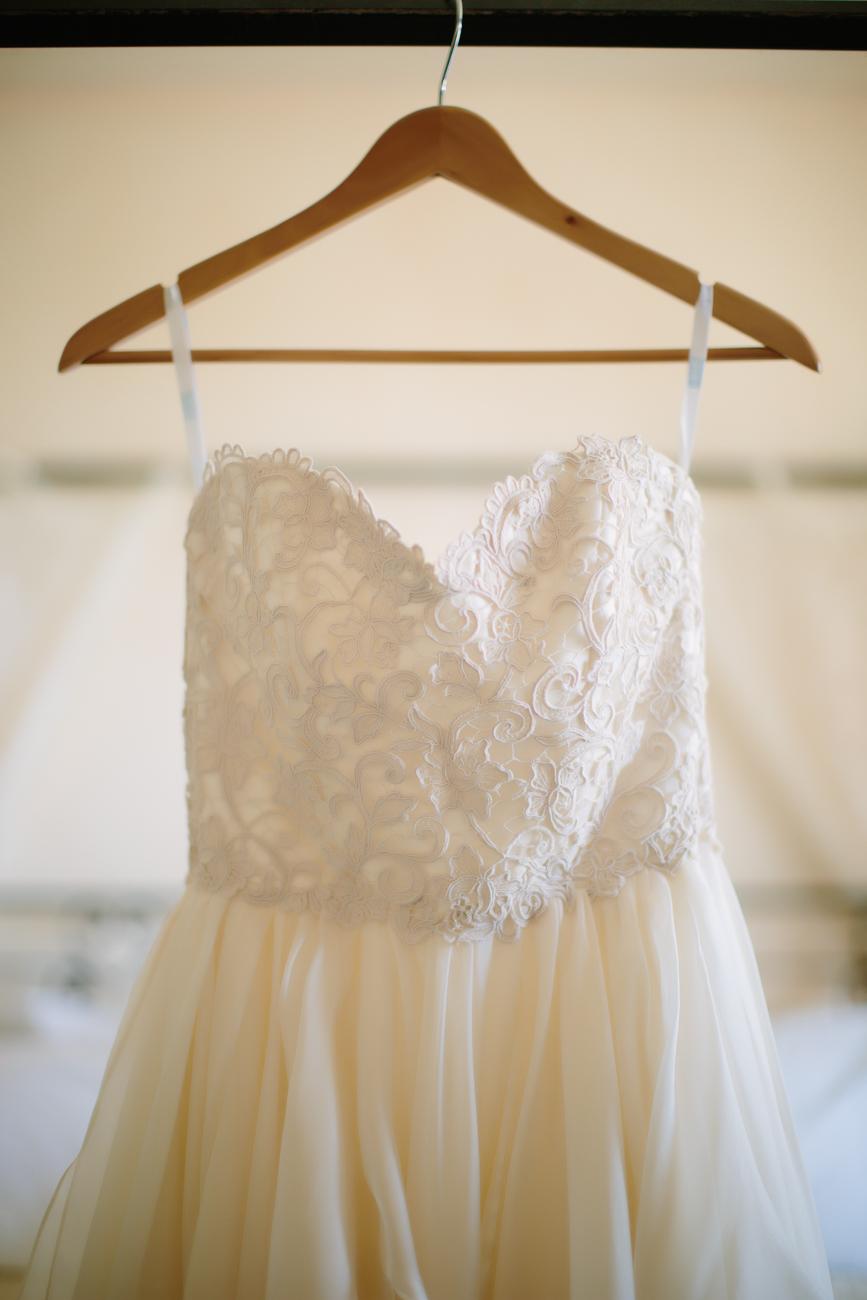 Anna Be Wedding Dress | Cat Mayer Photography | www.catmayerstudio.com