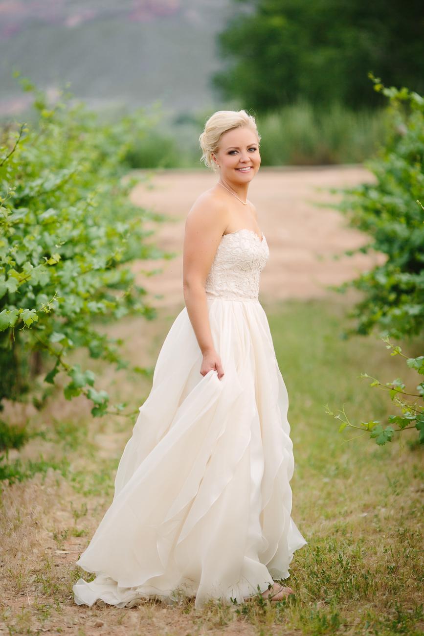 Grand Junction Wedding| Bride in June Wedding | Cay Mayer Photography | www.catmayerstudio.com