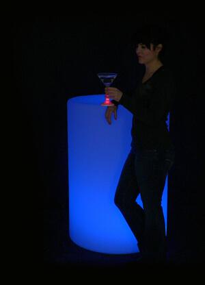 PD10333-LG6001-On-Blue-Person-2-L.jpg