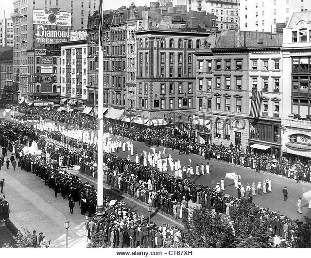 1913-suffragette-parade-fifth-avenue-new-york-city-ct67xh.jpg