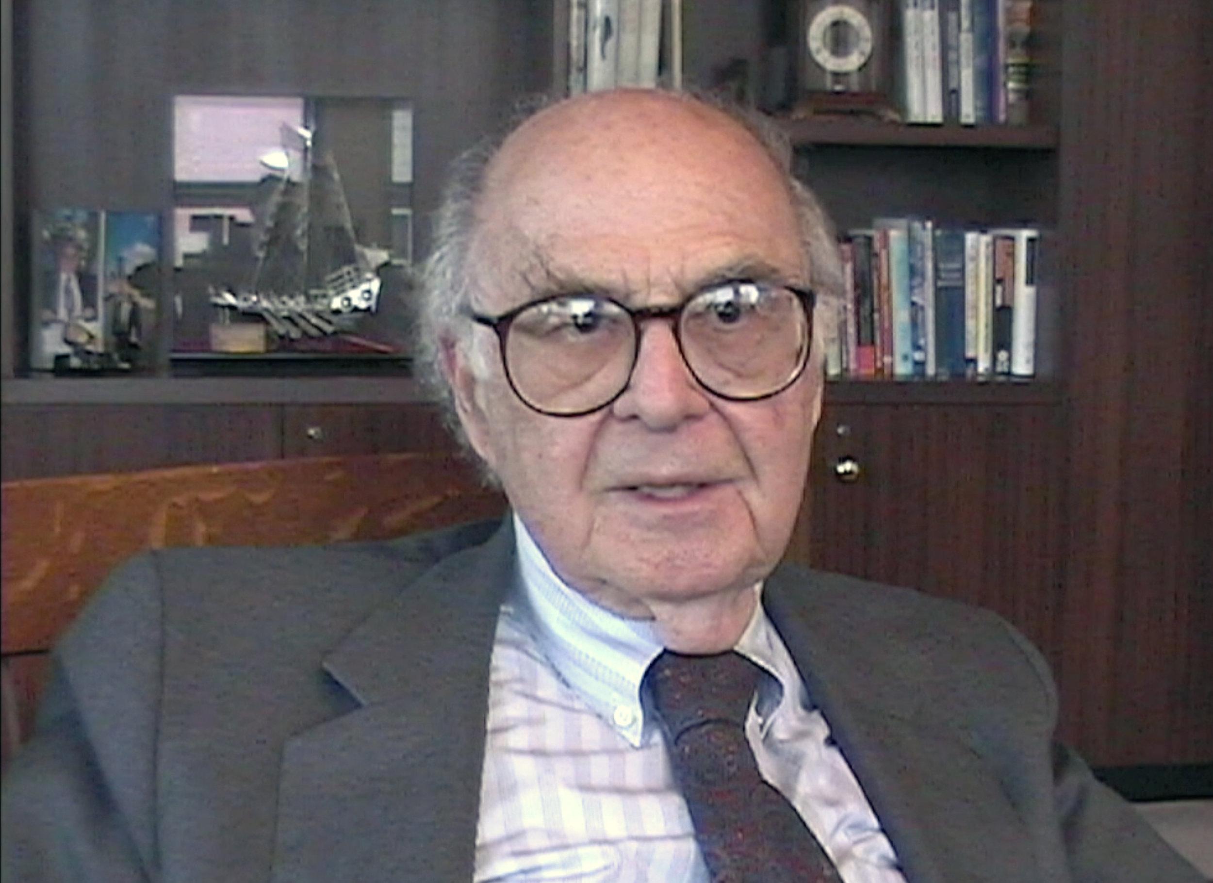 Harold Burson 2004.jpg