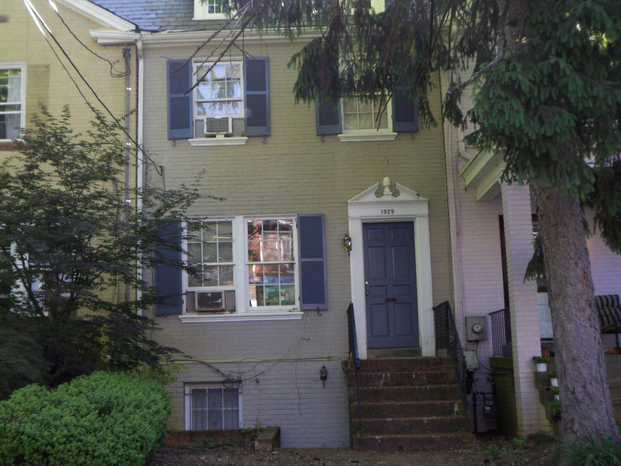 $6000 - 1929 38th Street, NW, 6BR/2.5BA, Available June 1