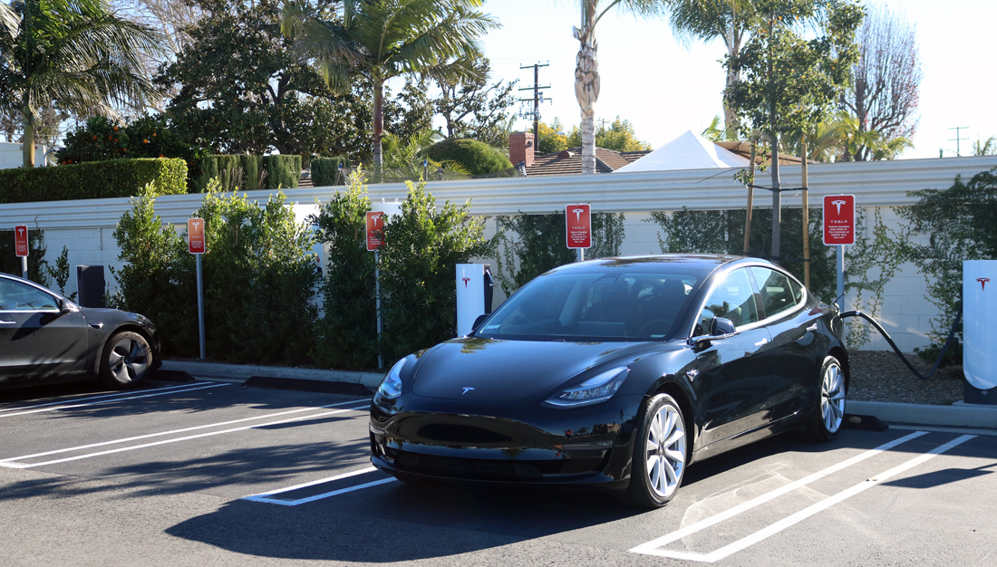 A Tesla charging station at Lakewood Boulevard and Gallatin Road. Photo by Alex Dominguez