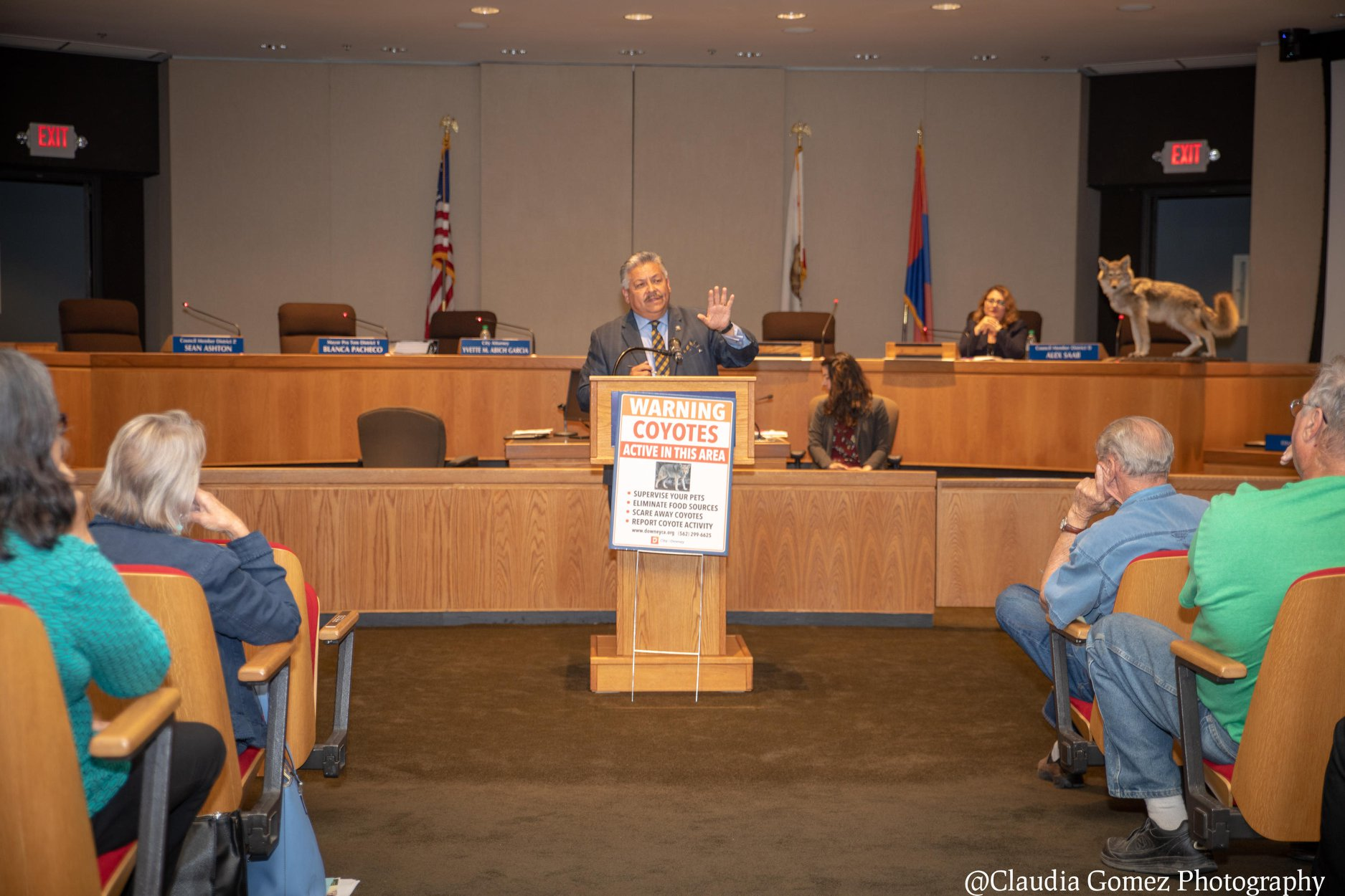 PHOTO BY CLAUDIA GOMEZ   Mayor Rick Rodriguez speaks at a recent town hall meeting where the only item on the agenda was coyotes.