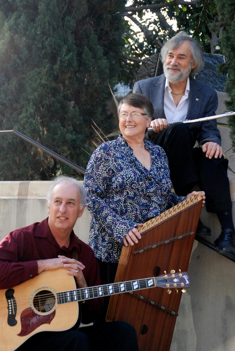 Bea Romano, center, wither her band, When Pigs Fly. She died July 22.