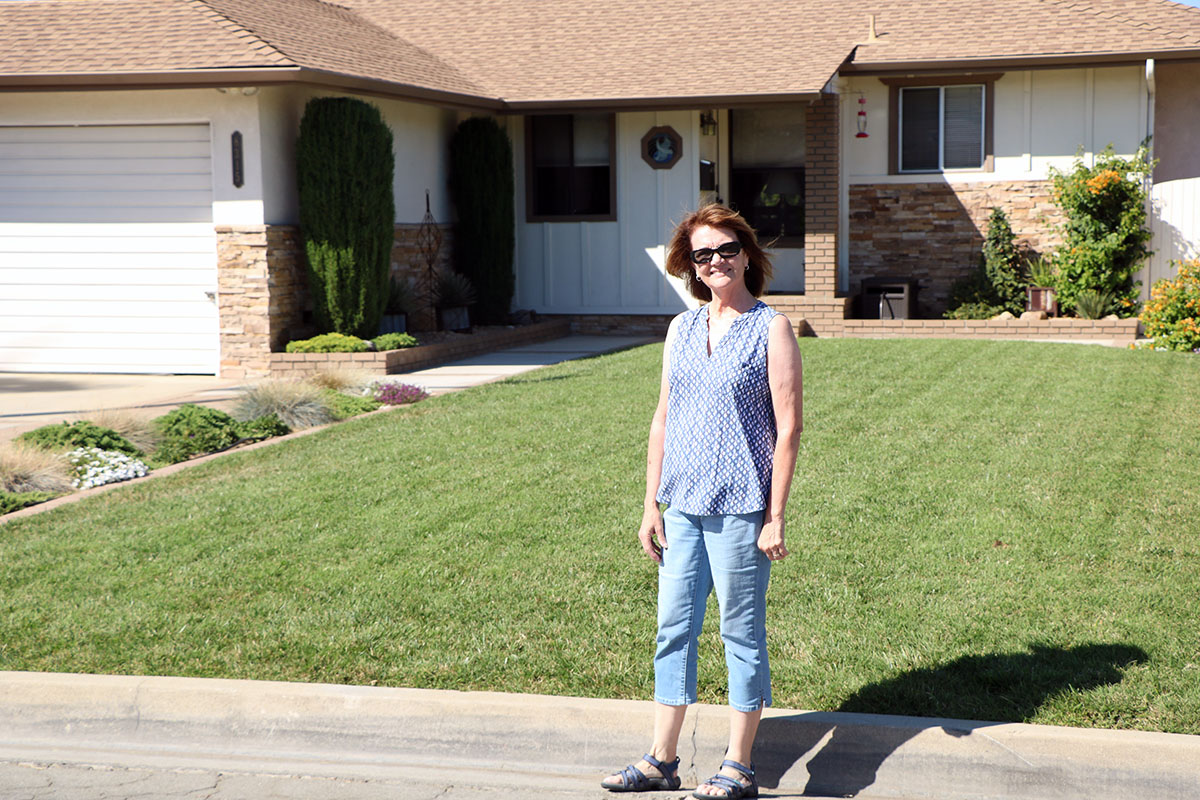Suzanne Dodd outside her Downey home. Photo by Alex Dominguez