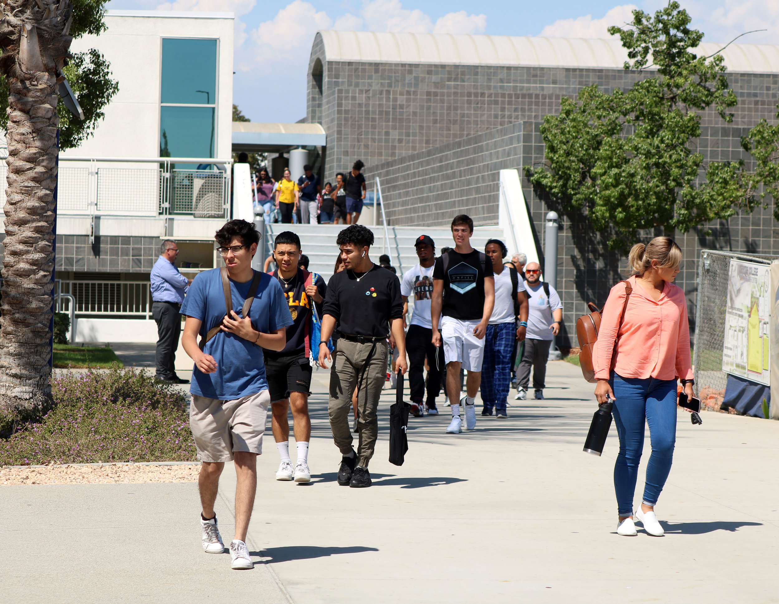 """Students evacuate the campus after officials gave the """"all safe."""" Photo by Alex Dominguez"""