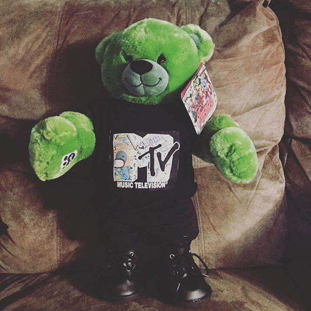 Keep an eye on our Twitter tomorrow for a chance to get your hands on this adorable teddy bear! All the proceeds will go to the British Asian Trust in partnership with our Team Zayn. 2015 is our last year supporting Zayn Malik and so let's end with a bang! Keep your eyes peeled for a link and don't forget to bid! 🐻🐸👕 #1dfansgive