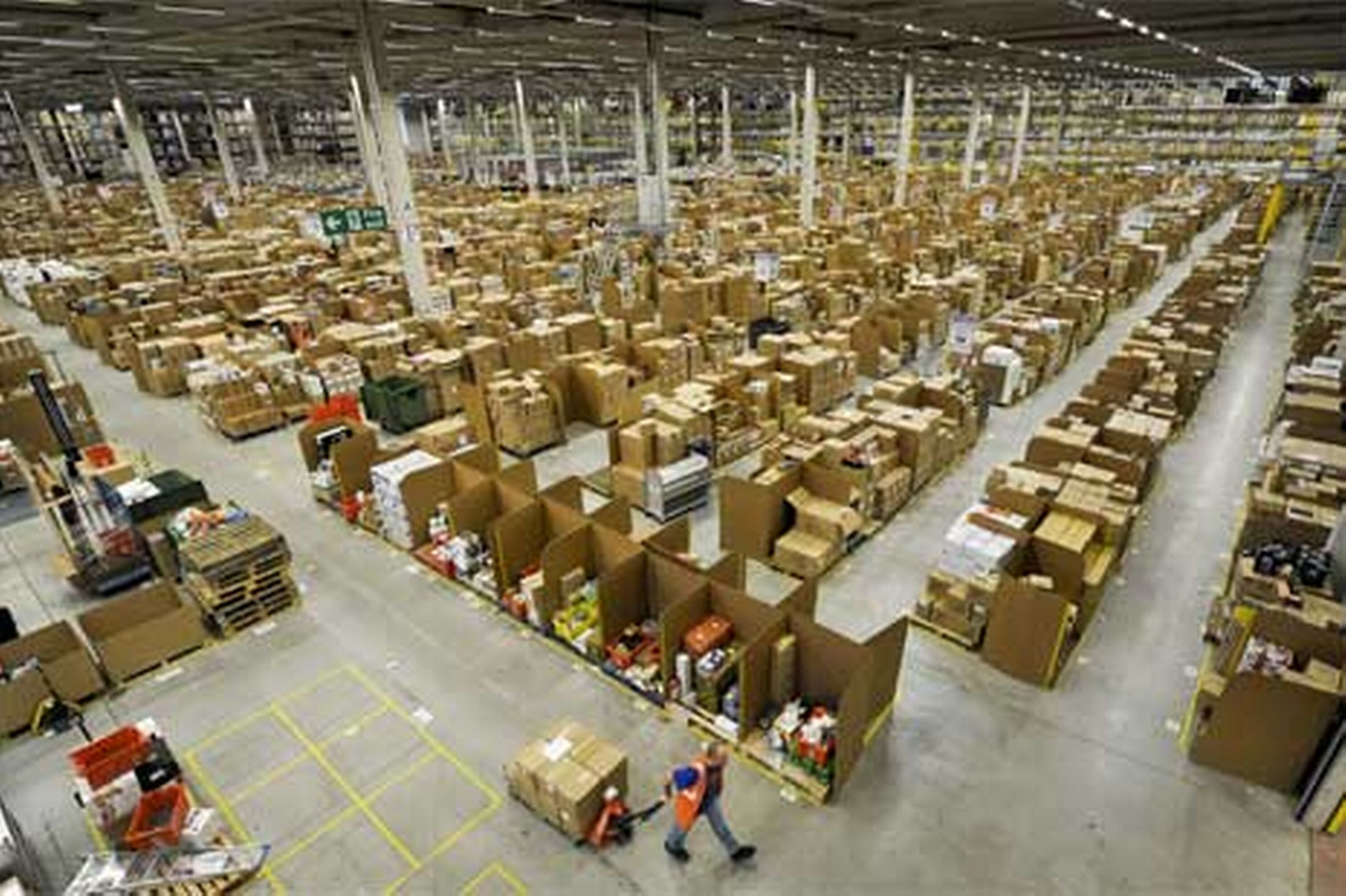 amazon-warehouse-798092329.jpg