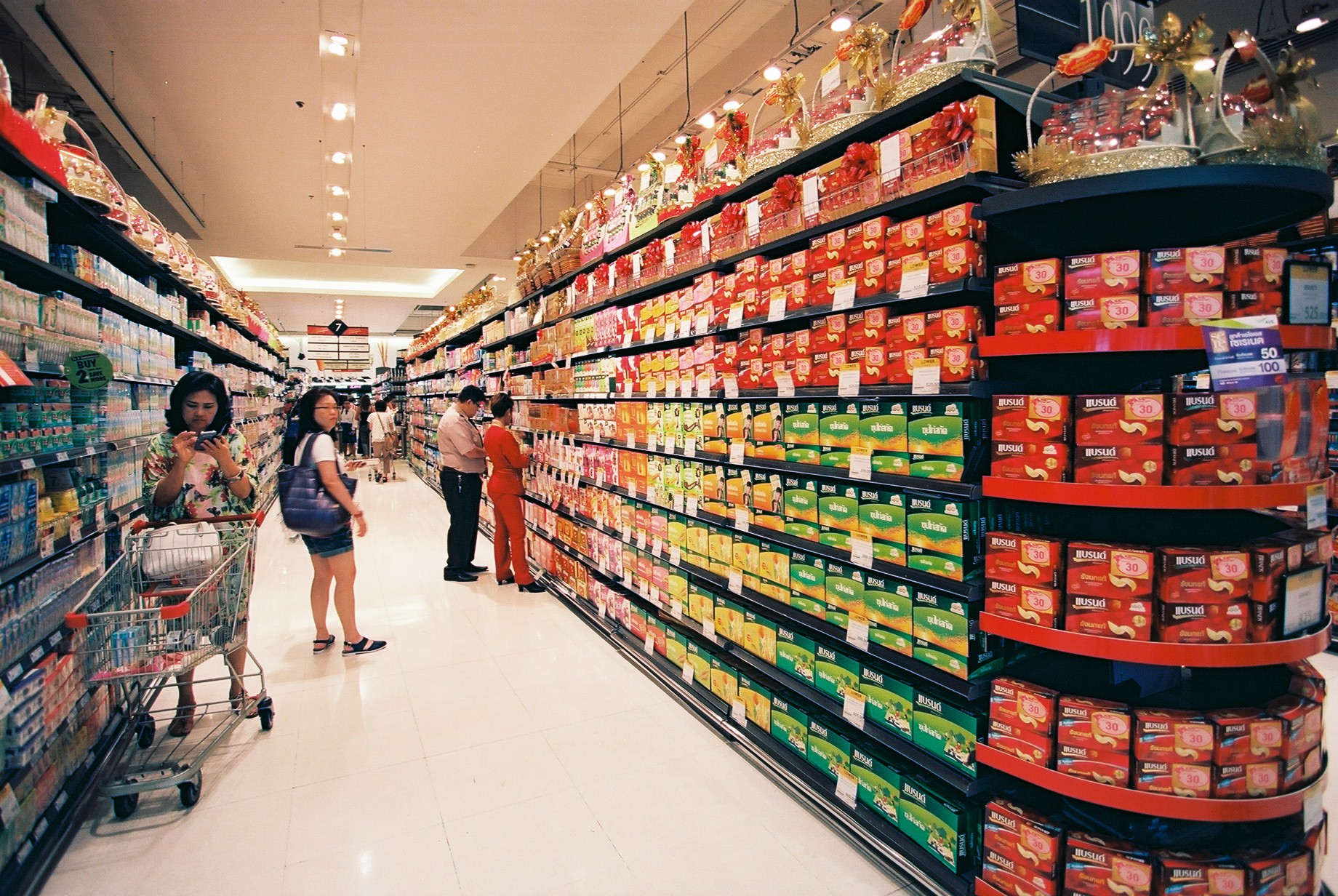 Ektar 100 | I love walking around supermarkets! Look at the colours...