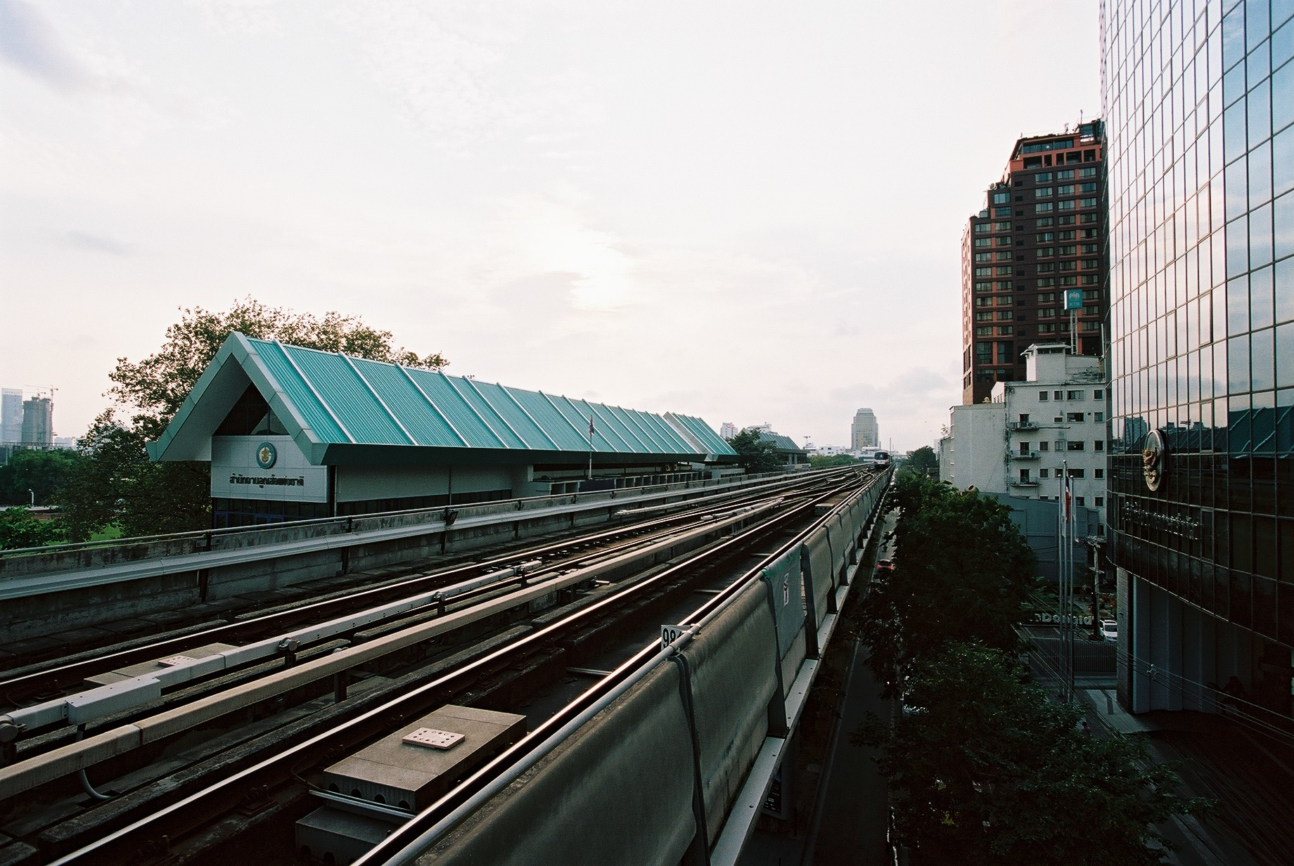 Portra 160 | One thing I love about the BTS stations. Passengers are allowed to walk to the ends of the platforms to get a better view of the area.