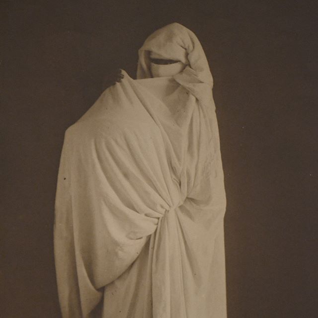 A study of garment draping techniques in Tunisia, by Clermbault (1872 - 1937). Musee du quai Branly.