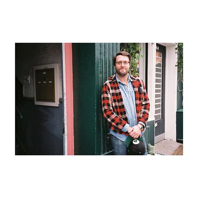 Portrait of my bud @mike_sempert outside of @bloomandplumecoffee #35mm 💐☕️ #fujisuperia400 ———————————————————————— #bloomandplume #bloomandplumecoffee #mylife #thejourney #lorenzodigginsjr #momentofreflection #momentofgratitude #makeportraits #vsco #goodvibesonly #shotonfilmbyLCD