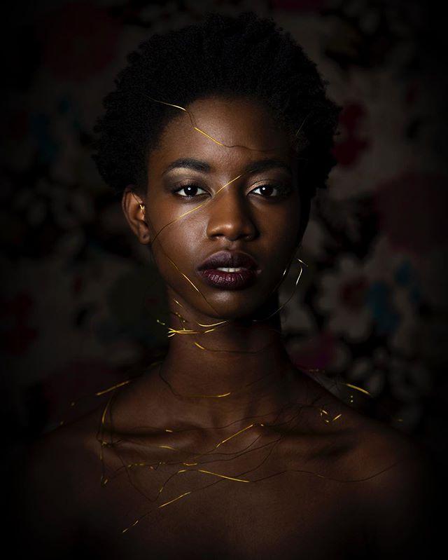 #narcissist #goldenlady #portraitphotography #fineartphotography #tarjimichellephotography