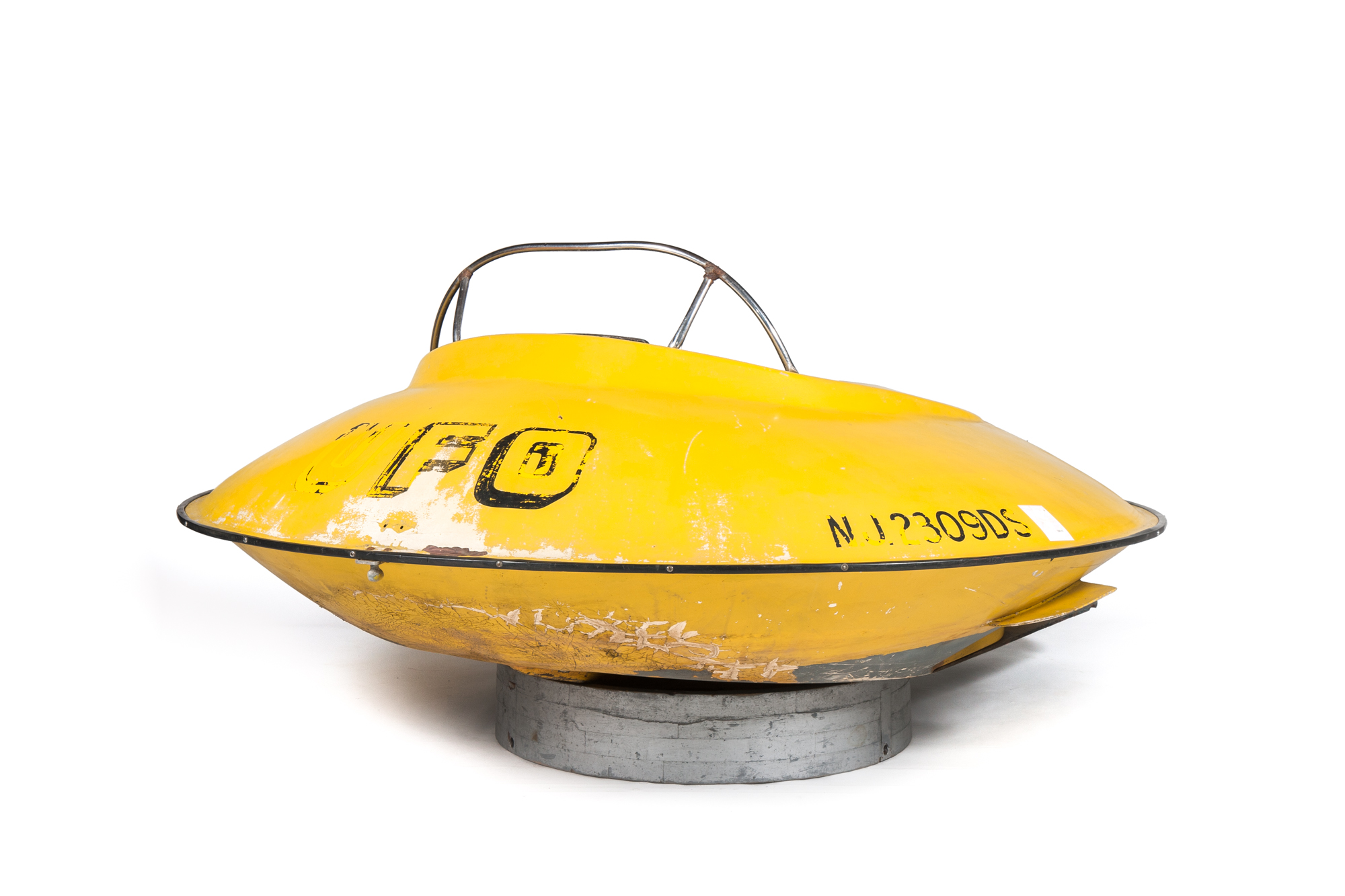 """UFO"" Flying Saucer Speed Boat (circa 1969) - Diameter 7'6"""