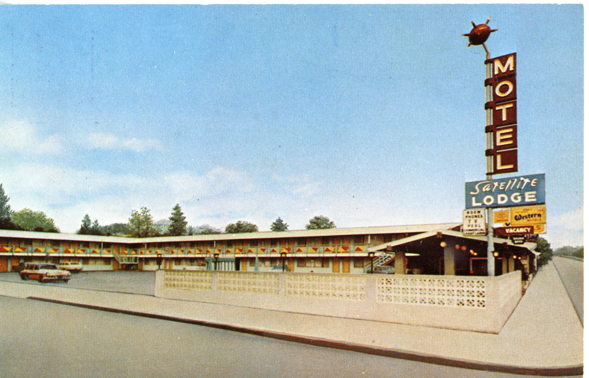 "Motel Sign - ""Satellite Lodge"" (Ukiah, CA Postcard circa 1965)"