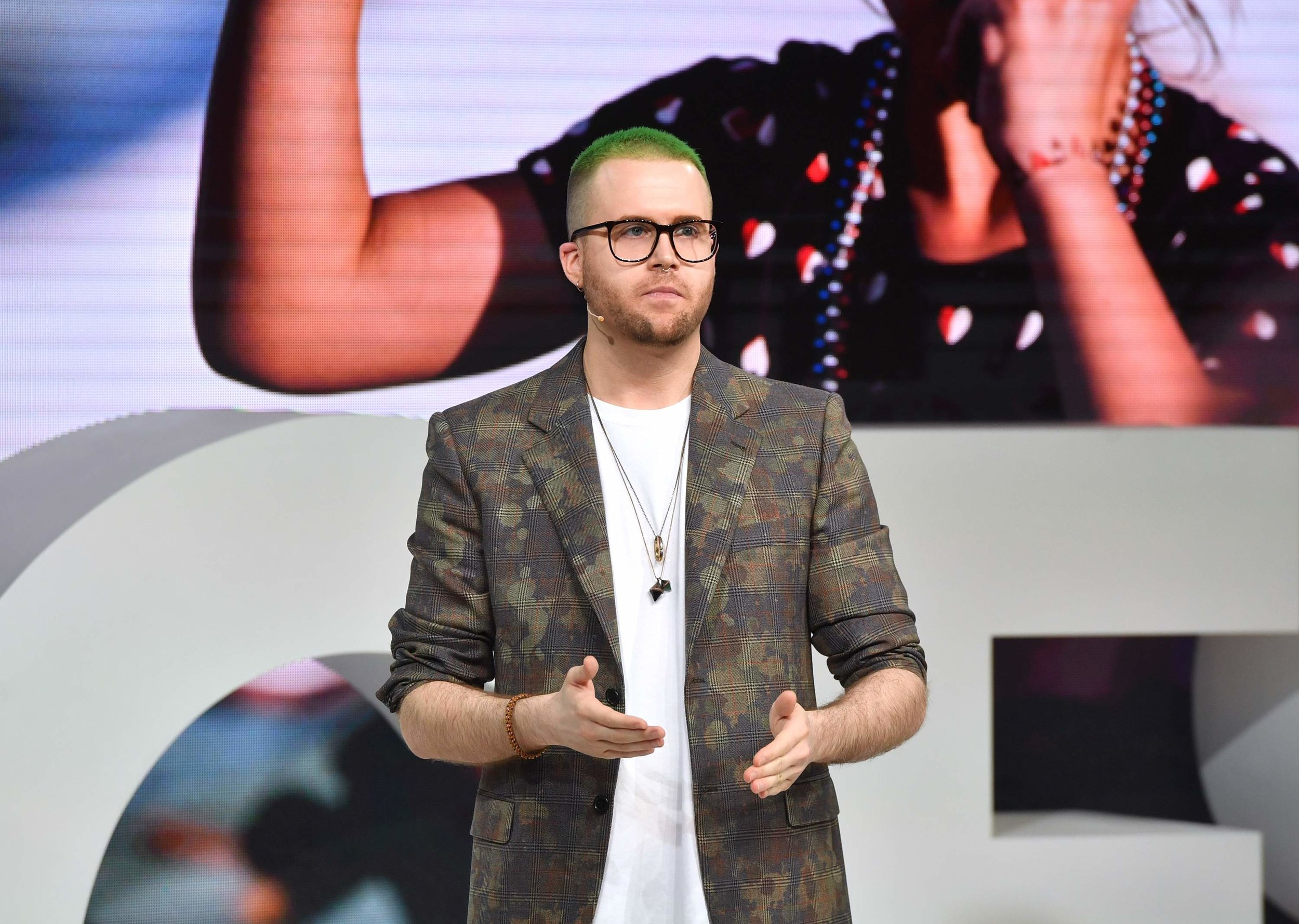 Whistleblower Christopher Wylie speaking at The Business of Fashion's VOICES in 2018. (Photo: heavy.com)