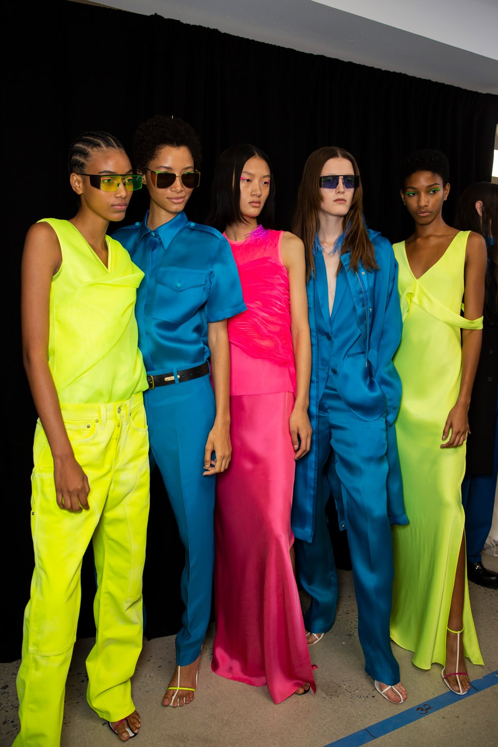 New vibrant color yet a retention of minimalism at Helmut Lang SS20 (Photo: theimpression.com)