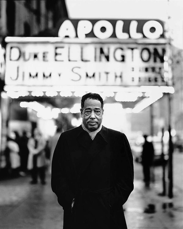 Duke Ellington in front of the Apollo Theater in Harlem, April 30, 1963 © Richard Avedon