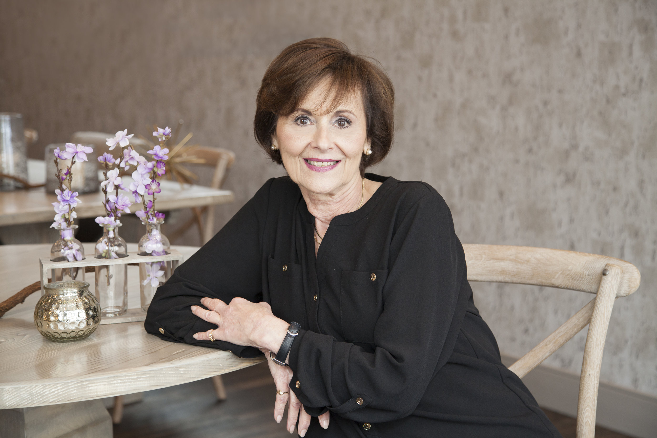 Bonnie Fanale, Senior Hairstylist