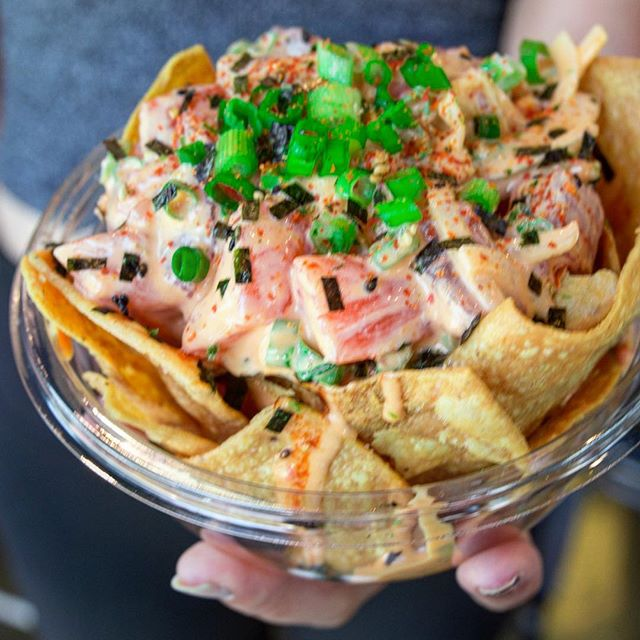 No better way to celebrate your Friday than with some nachos! 🤤🔥 #northshorepoke 🐟 👇🏼TAG NACHO FIENDS👇🏼