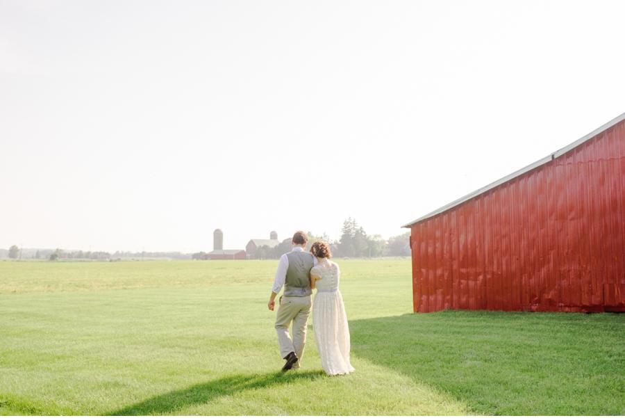 Rural-Canadian-Wedding-with-Barn