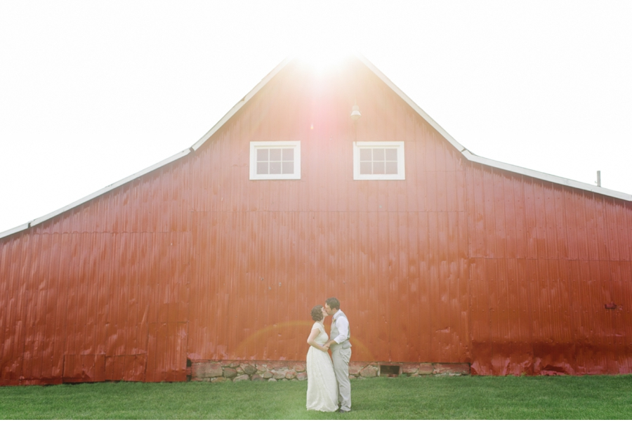 Bride-and-Groom-with-Red-Barn