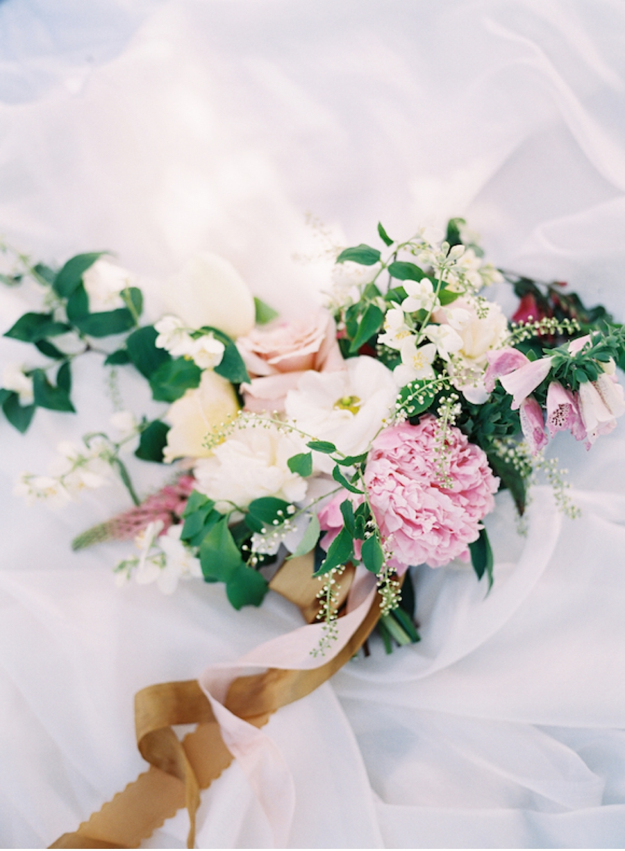 Bridal-Bouquet-with-ribbon